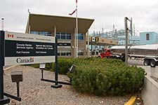 photo - Fort Frances border crossing