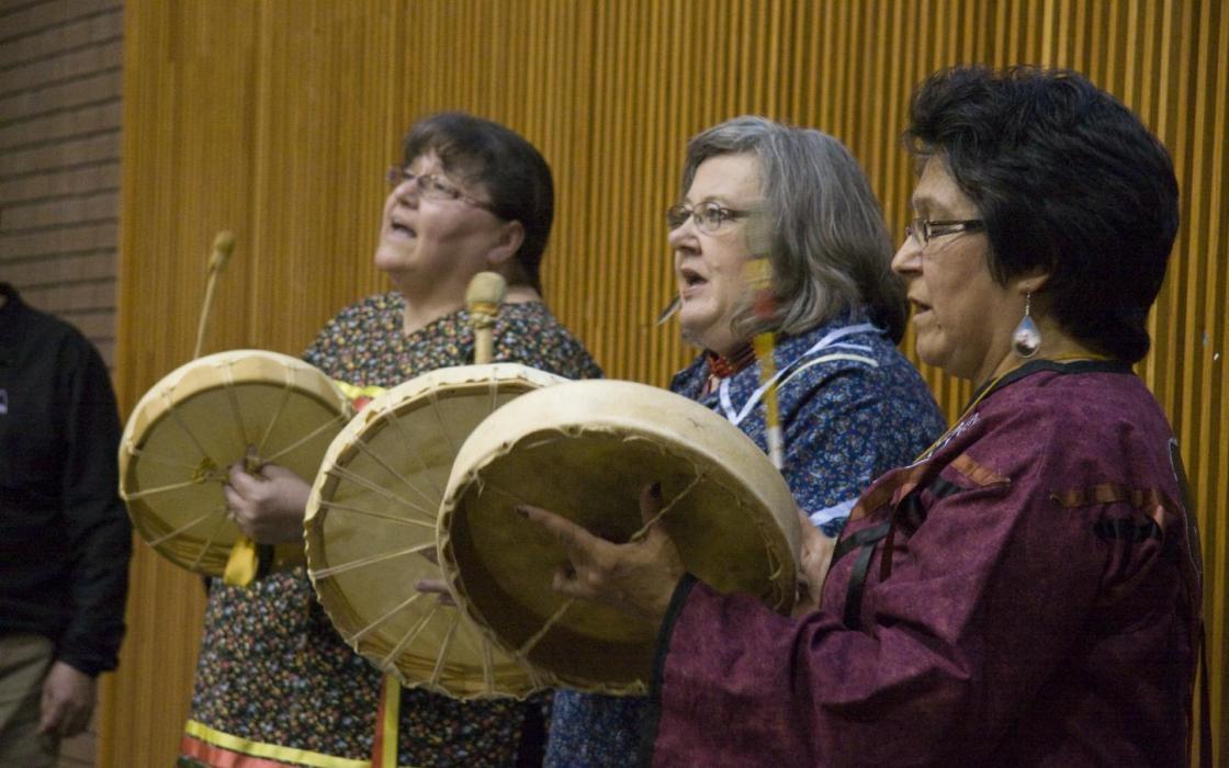 photo - Indigenous singers