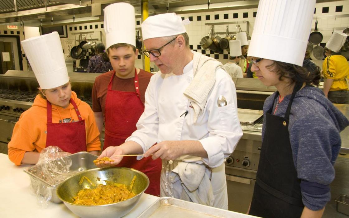 Kingsway Park School students in kitchen