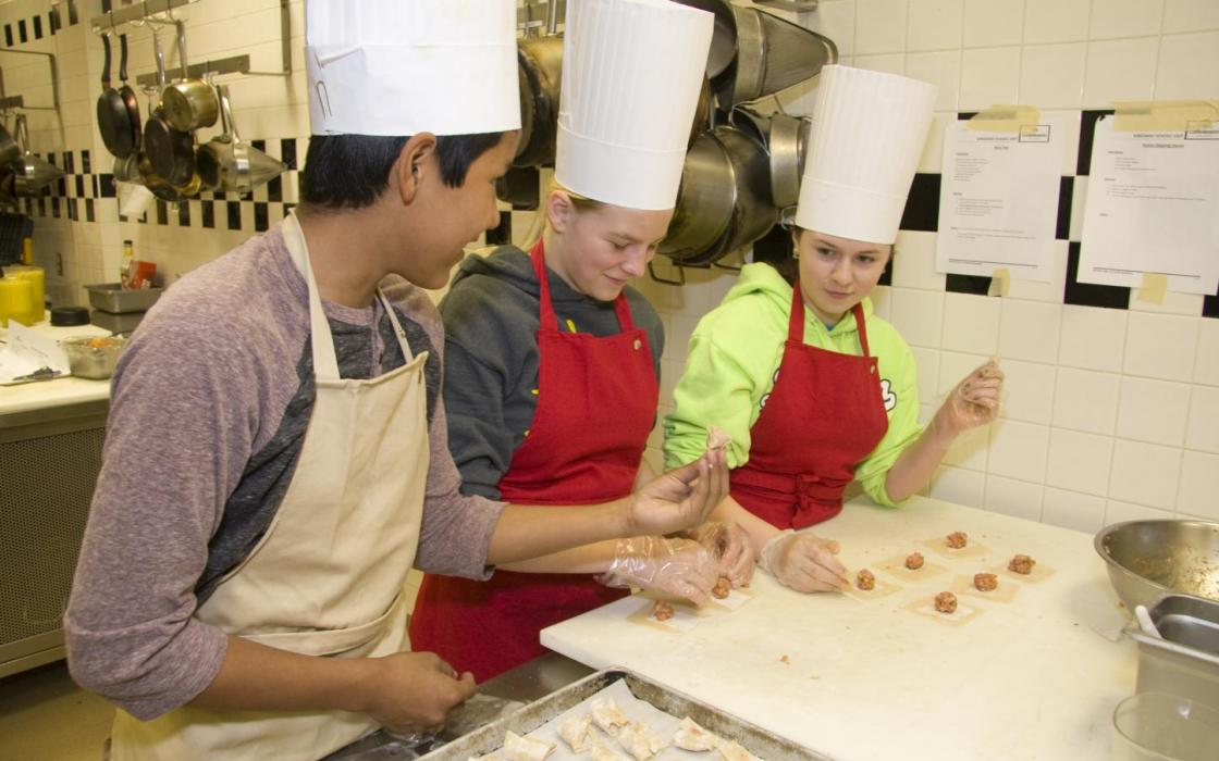 Kingsway Park School students in kitchen