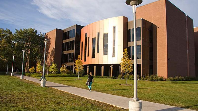 photo - main Shuniah Building - Thunder Bay campus - REACH facility